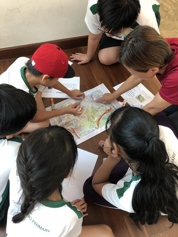 Students planning the route to Hindhede Quarry under the guidance of the Outdoor Adventure Educator (OAE)